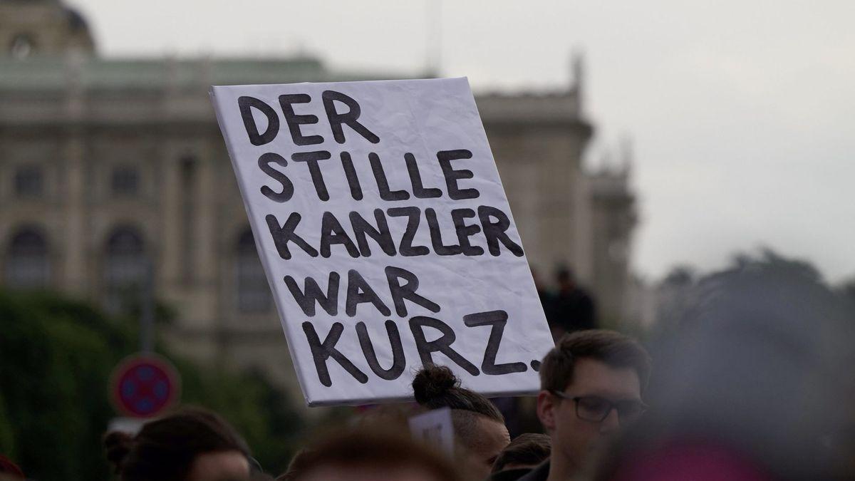 Schild auf der Demo am 18. Mai in Wien: Der stille Kanzler war Kurz.