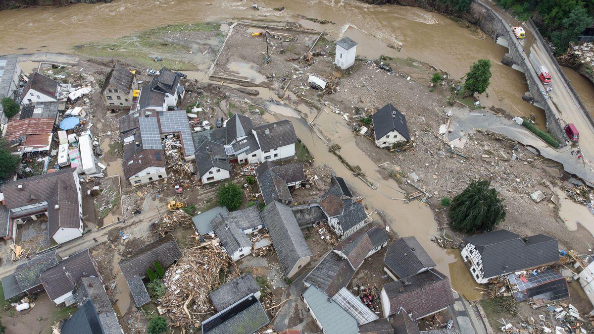 Weitgehend zerstört und überflutet ist das Dorf Schuld im Kreis Ahrweiler nach dem Unwetter mit Hochwasser.