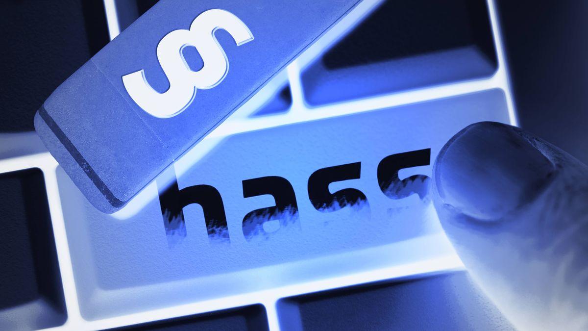"""Computertastatur mit der Aufschrift """"Hass"""""""
