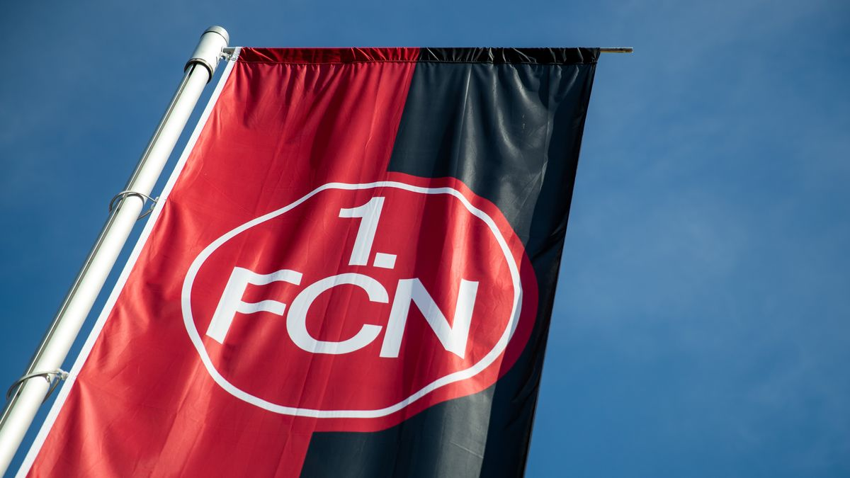 Logo 1. FC Nürnberg auf einer Fahne