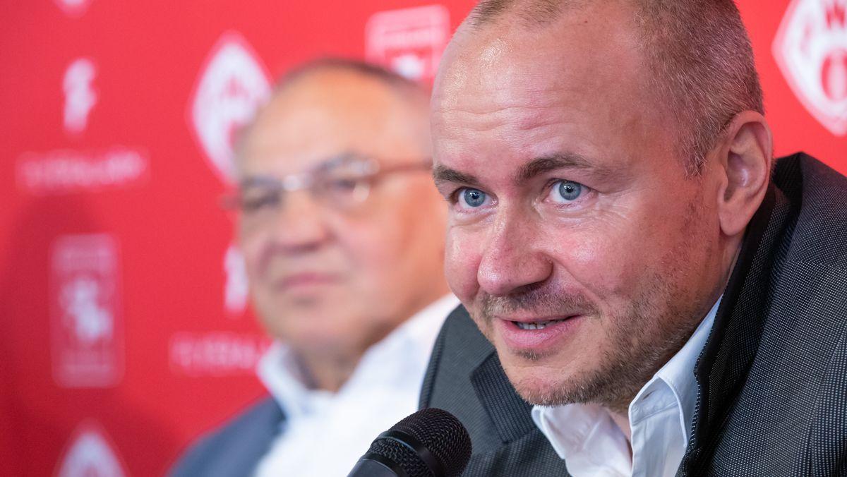 Kickers-Hauptsponsor Thorsten Fischer (rechts)