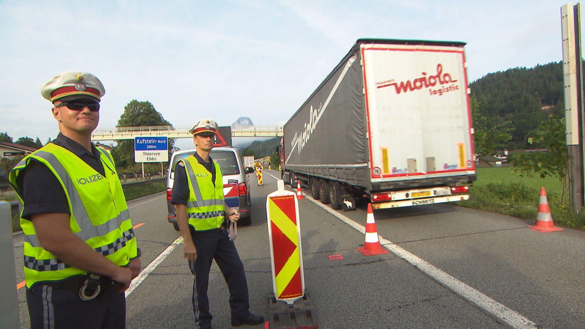 Blockabfertigung für Lastwagen an der österreichischen Grenze