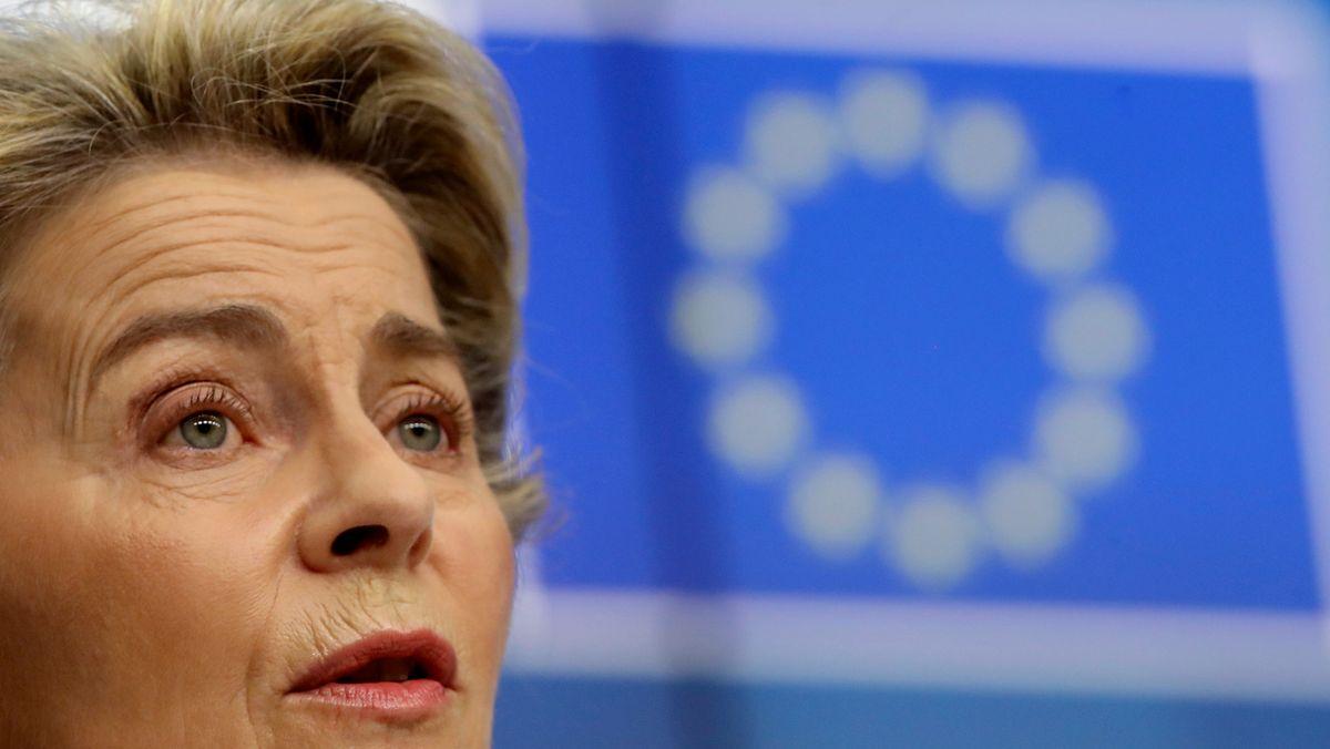 Die EU-Kommissionspräsidentin Ursula von der Leyen spricht auf dem EU-Gipfel