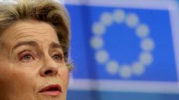 Die EU-Kommissionspräsidentin Ursula von der Leyen spricht auf dem EU-Gipfel | Bild:picture alliance / ASSOCIATED PRESS | Olivier Hoslet