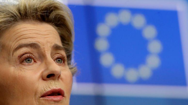 Die EU-Kommissionspräsidentin Ursula von der Leyen spricht auf dem EU-Gipfel   Bild:picture alliance / ASSOCIATED PRESS   Olivier Hoslet