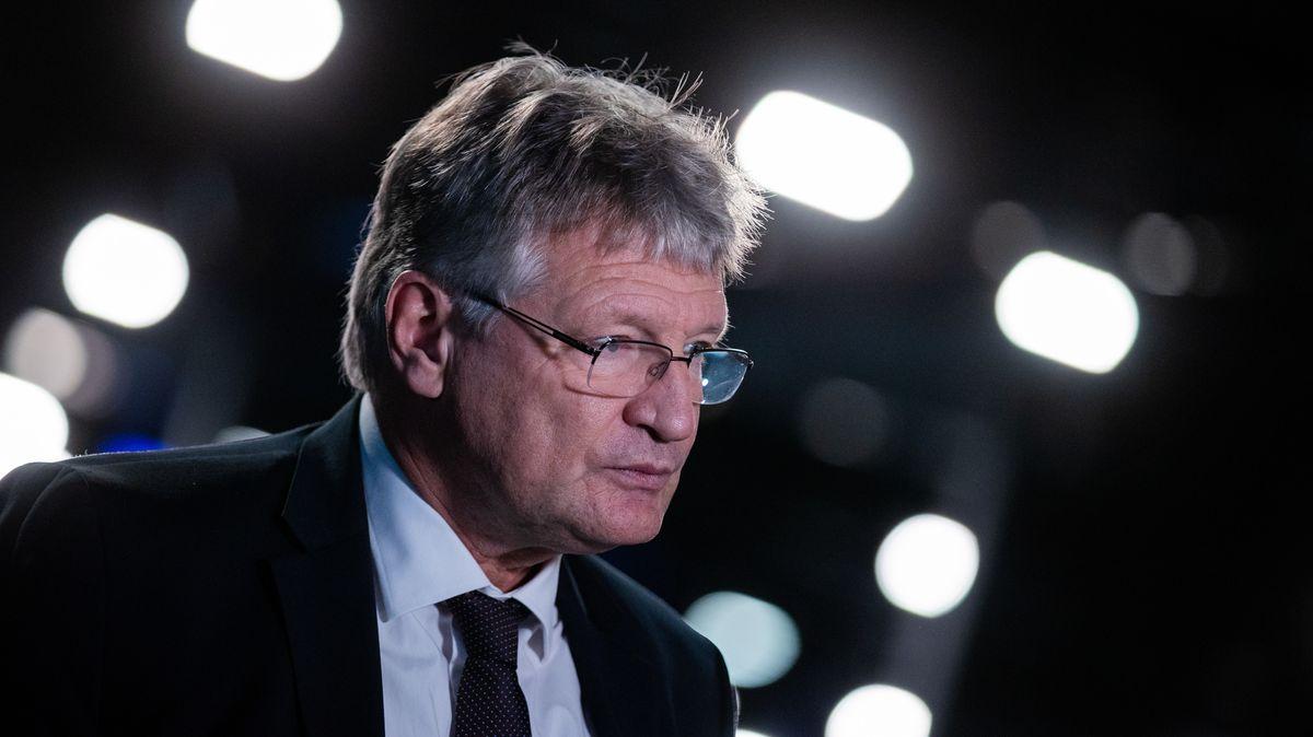 Jörg Meuthen gibt beim Bundesparteitag der AfD ein Interview.