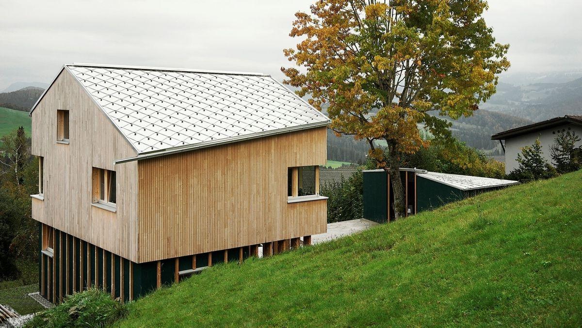 BR-Traumhäuser: Das Holzhaus am Steilhang