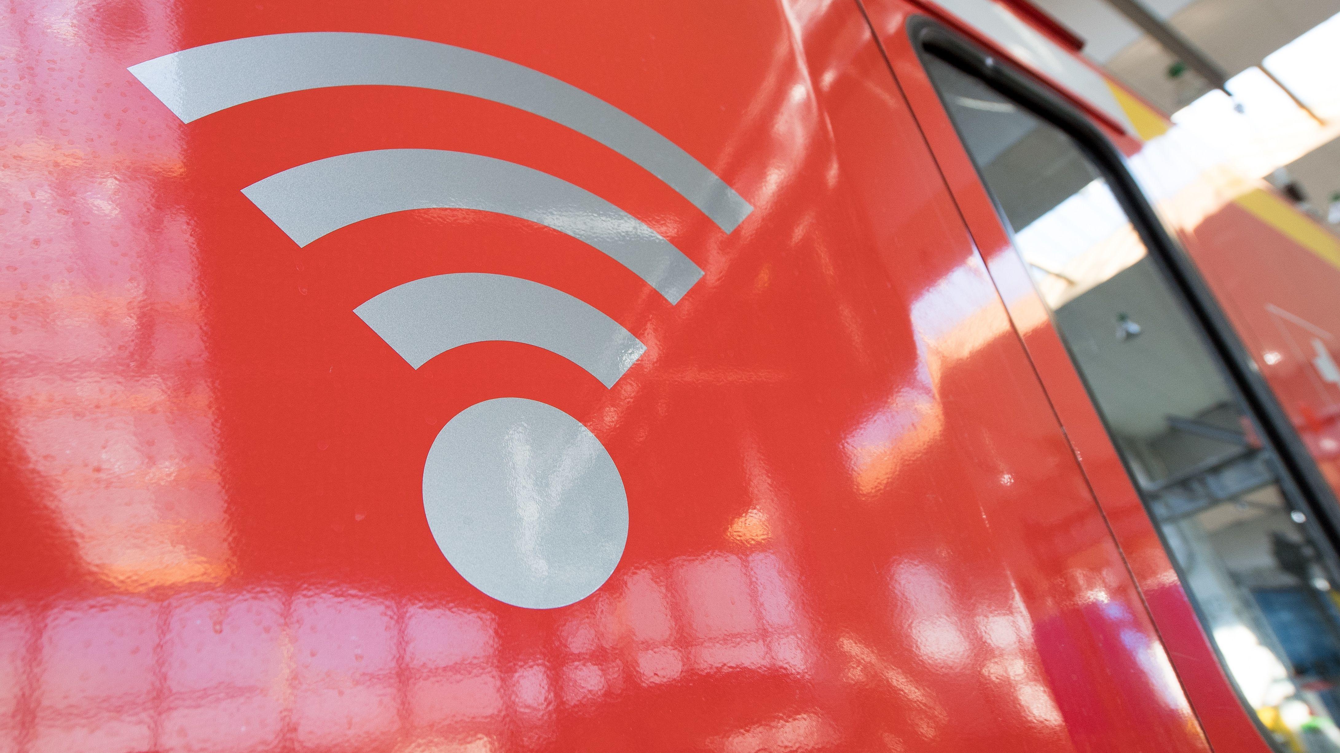 WLAN-Symbol an einer S-Bahn