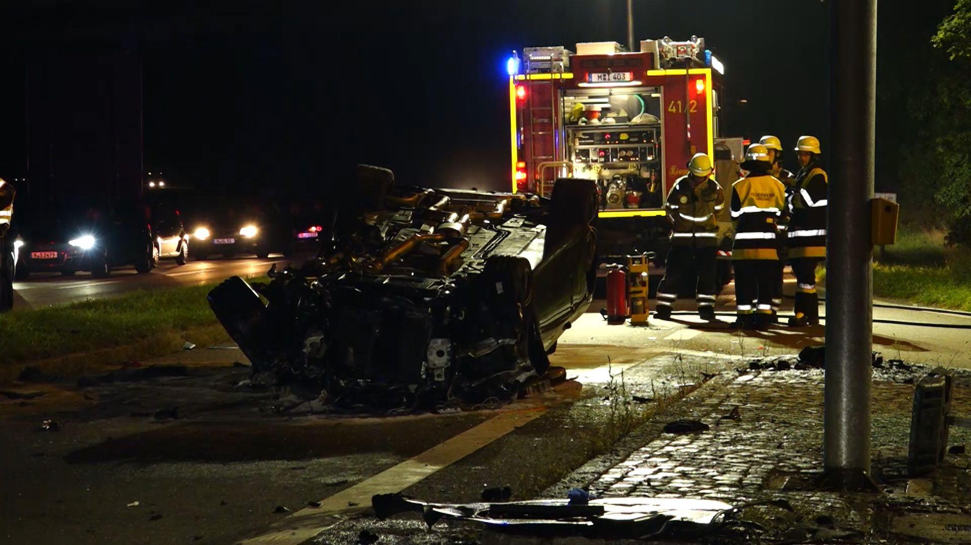 Ein Toter und drei Schwerverletzte bei Kreuzungsunfall