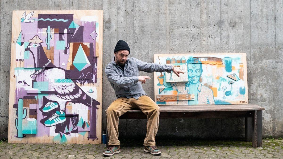 Philipp Katzenberger vor seinen Bildern