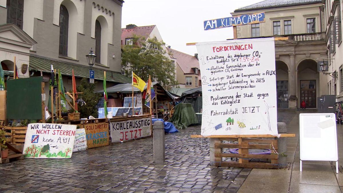 Das Klimacamp am Fischmarkt neben dem Augsburger Rathaus