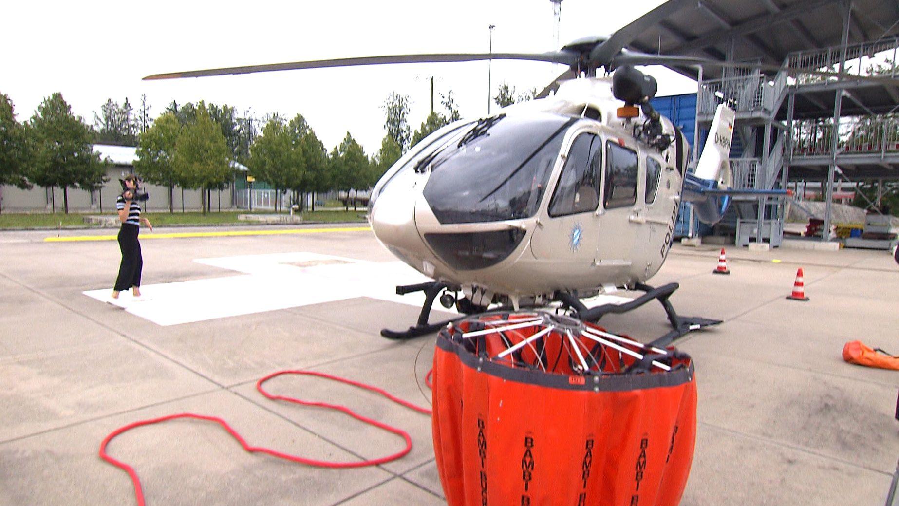 Hubschrauber zur Waldbrandbekämpfung