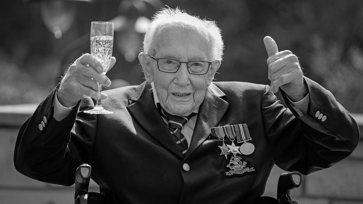 Weltkriegsveteran Tom Moore ist an Covid-19 gestorben