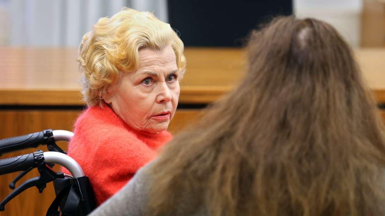 """""""Oma Ingrid"""" bei ihrem Berufungsverfahren im Landgericht Memmingen"""