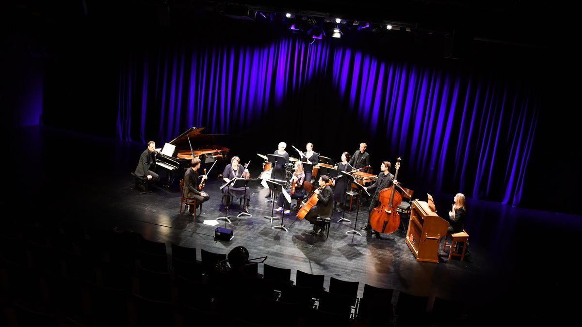 """""""ensemble KONTRASTE"""" bei der Aufführung von """"Beethoven"""""""
