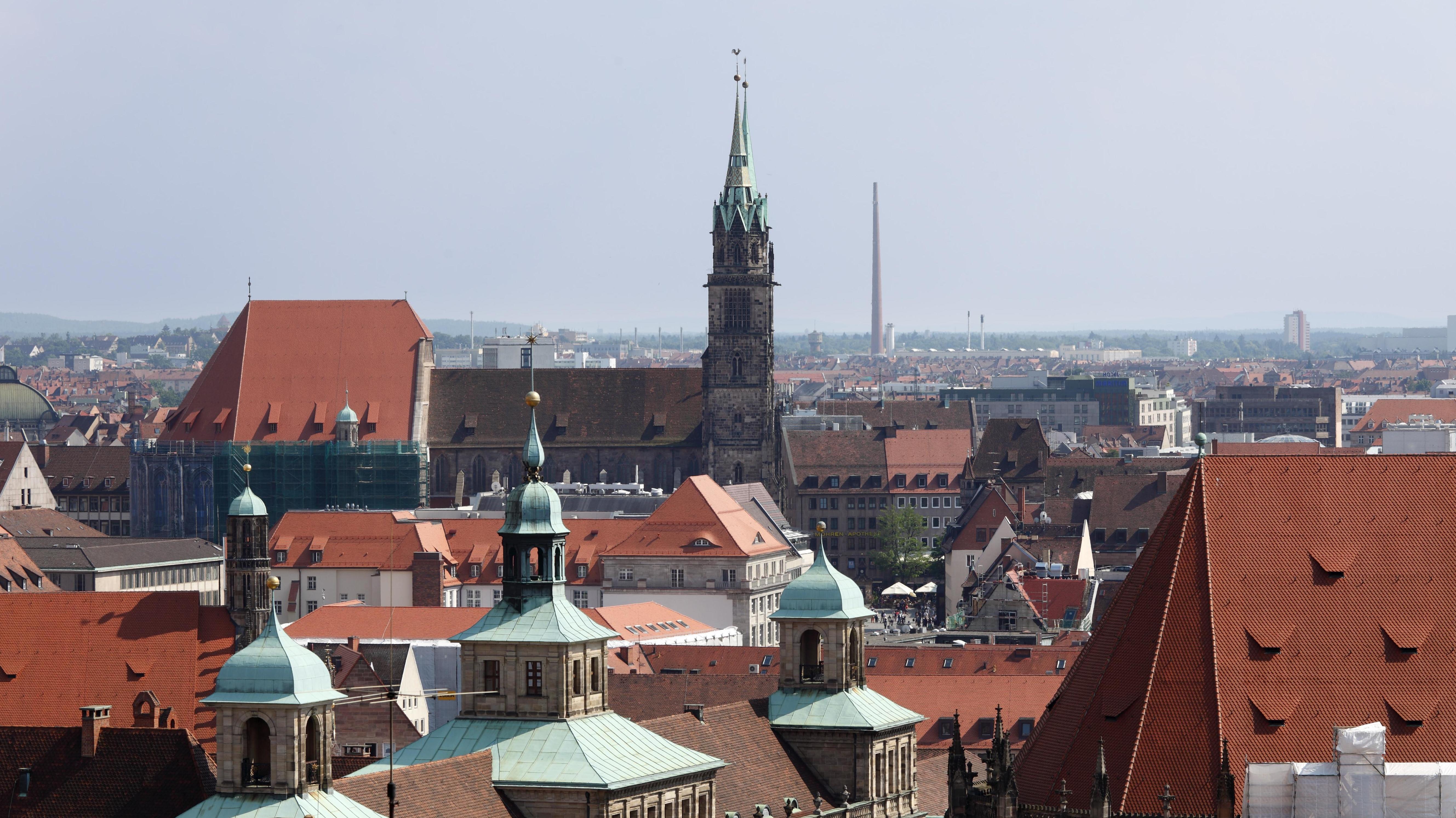 Rathaus Nürnberg und Lorenzkirche