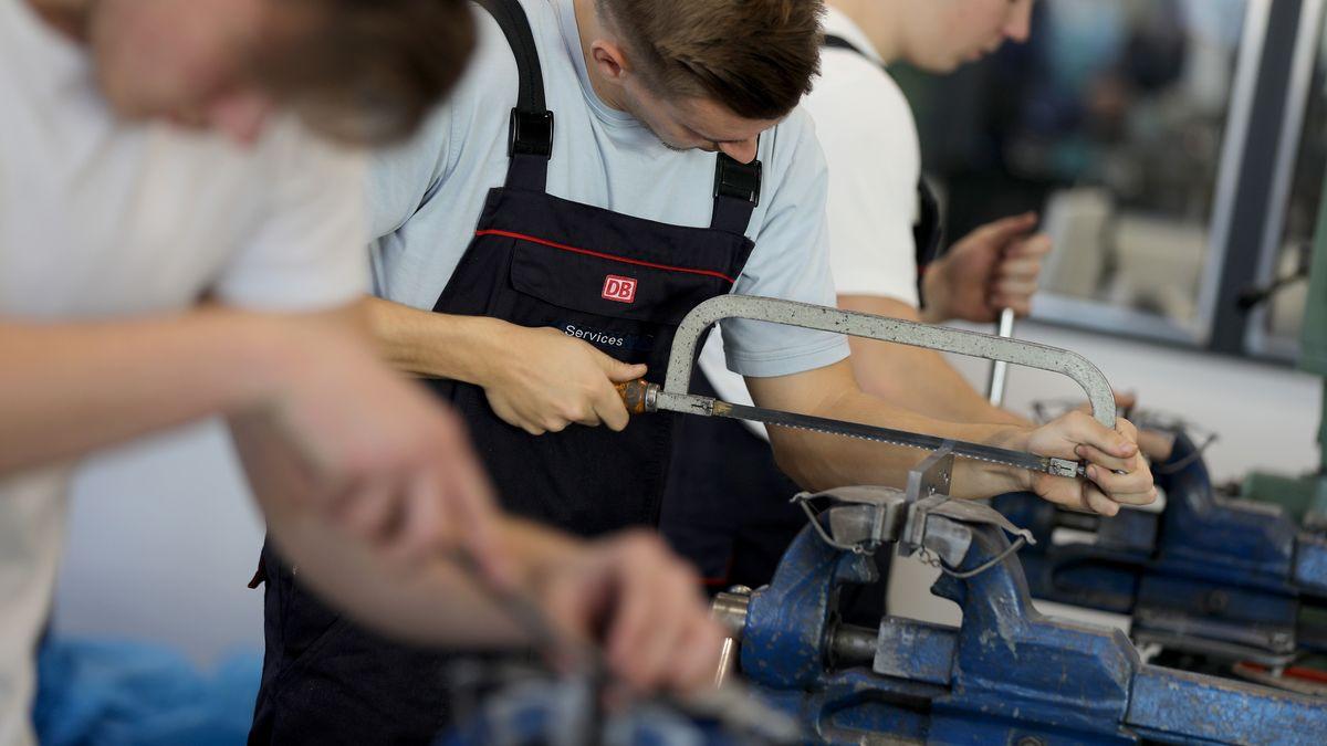 Auszubildende für den Beruf des Industriemechanikers