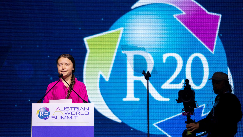 """Greta Thunberg, Klima-Aktivistin aus Schweden, spricht bei der Eröffnung des dritten Klimagipfels der vom ehemaligen US-Gouverneur und Schauspieler Schwarzenegger gegründeten NGO """"R20"""""""