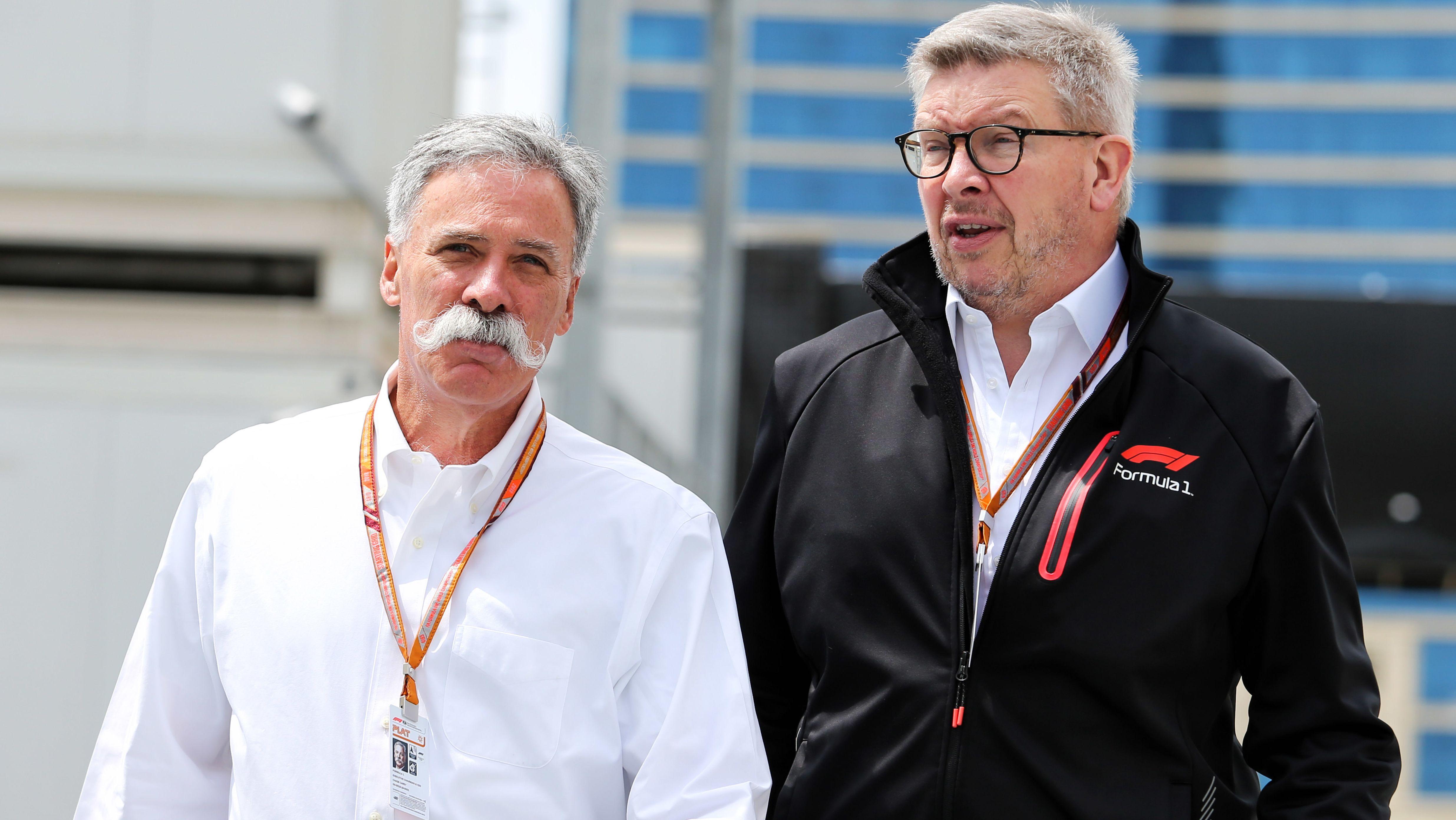 Die Formel-1-Bosse Chase Carey (l.) und Ross Brawn