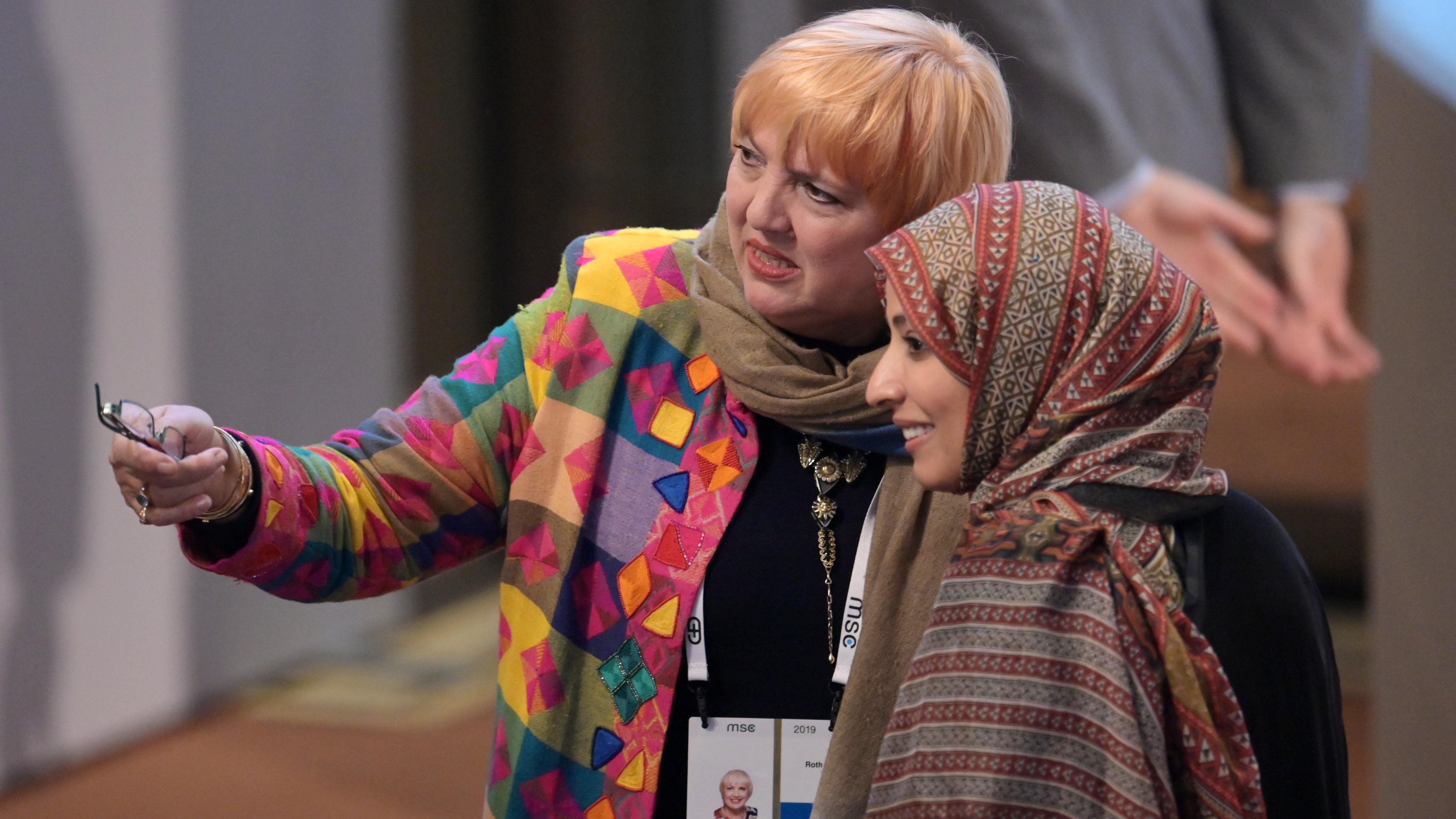 Claudia Roth, Vizepräsidentin des Bundestages, und Tawakkol Karman, jemenitische Journalistin und Menschenrechtsaktivistin auf der SIKO