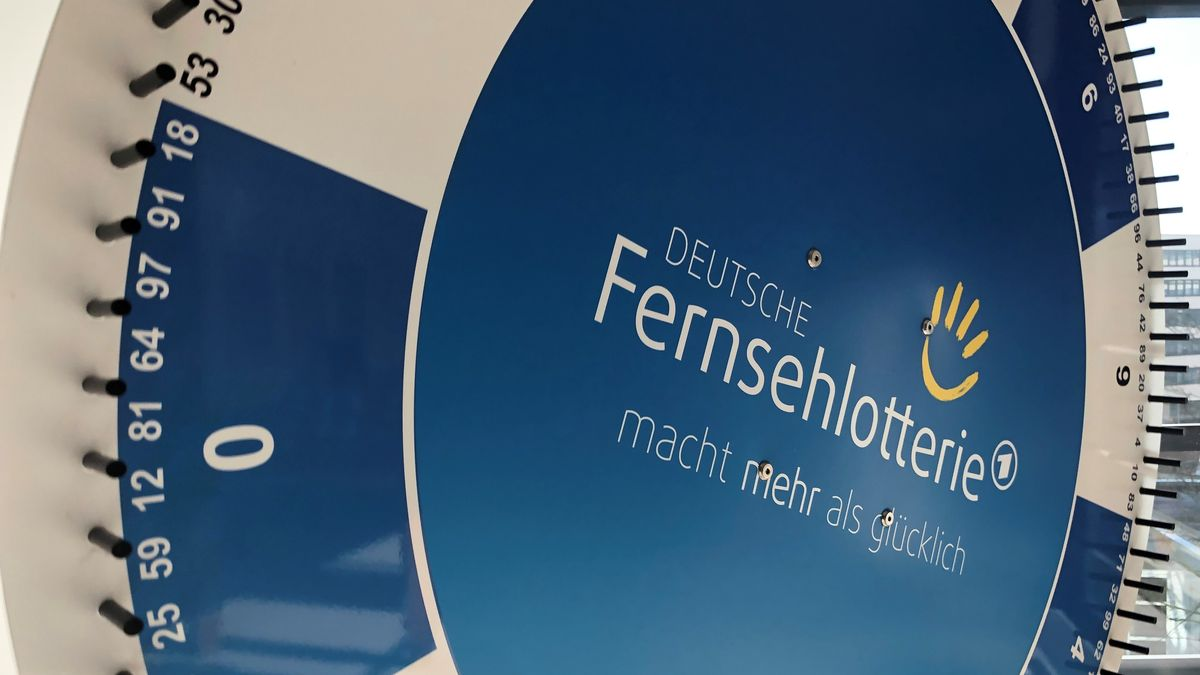Mit dem Glücksrad werden die Gewinnzahlen der Deutschen Fernsehlotterie ermittelt.
