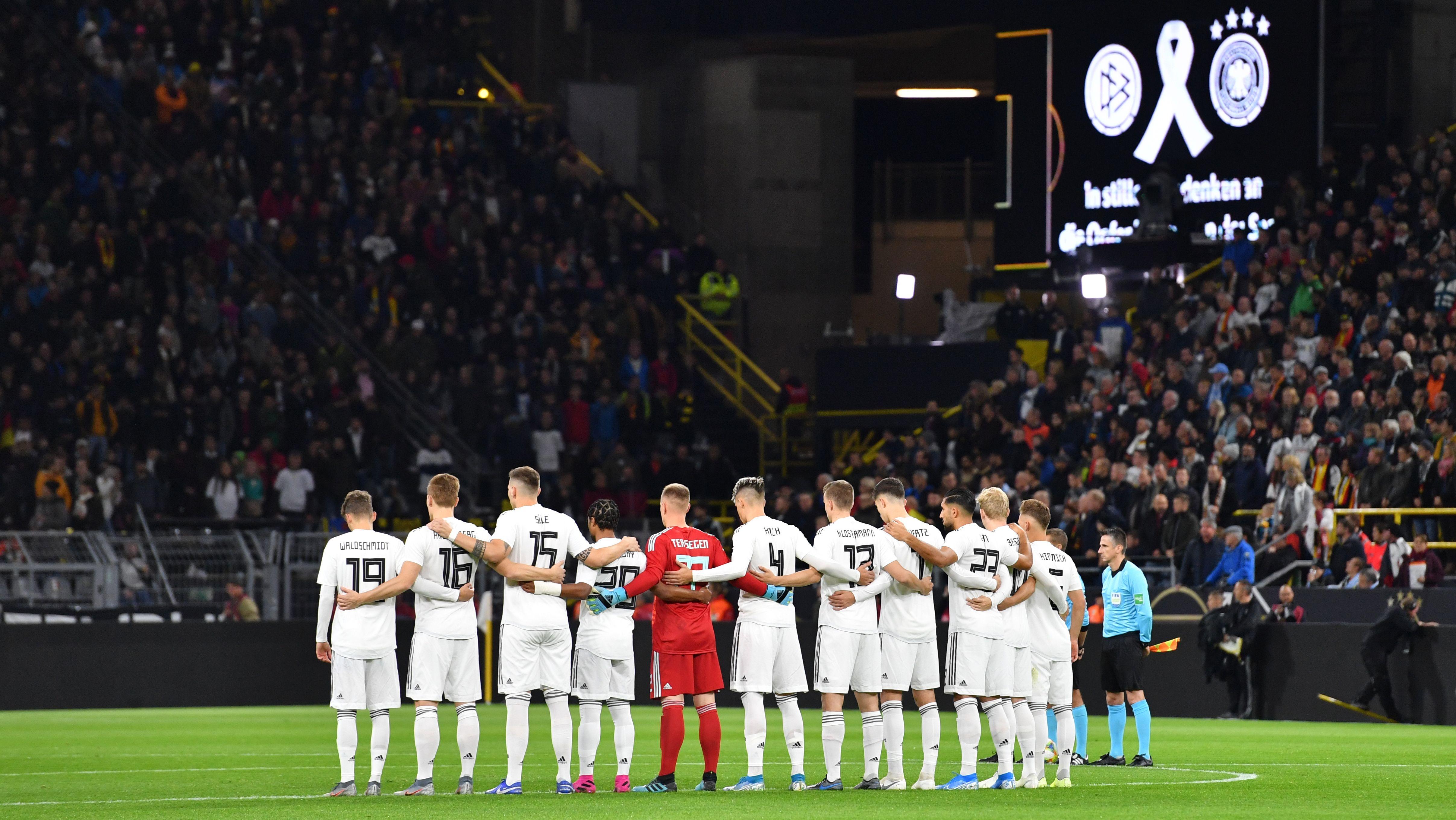 Deutsche Fußball-Nationalmannschaft bei der Schweigeminute für die Opfer von Halle
