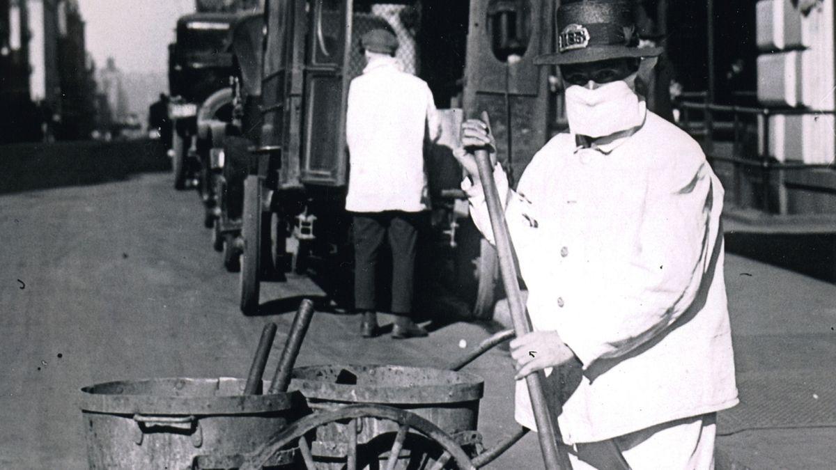 Straßenkehrer in den USA mit Mundschutz