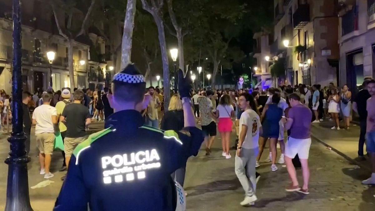 Polizei in Barcelona löst Straßenpartys auf