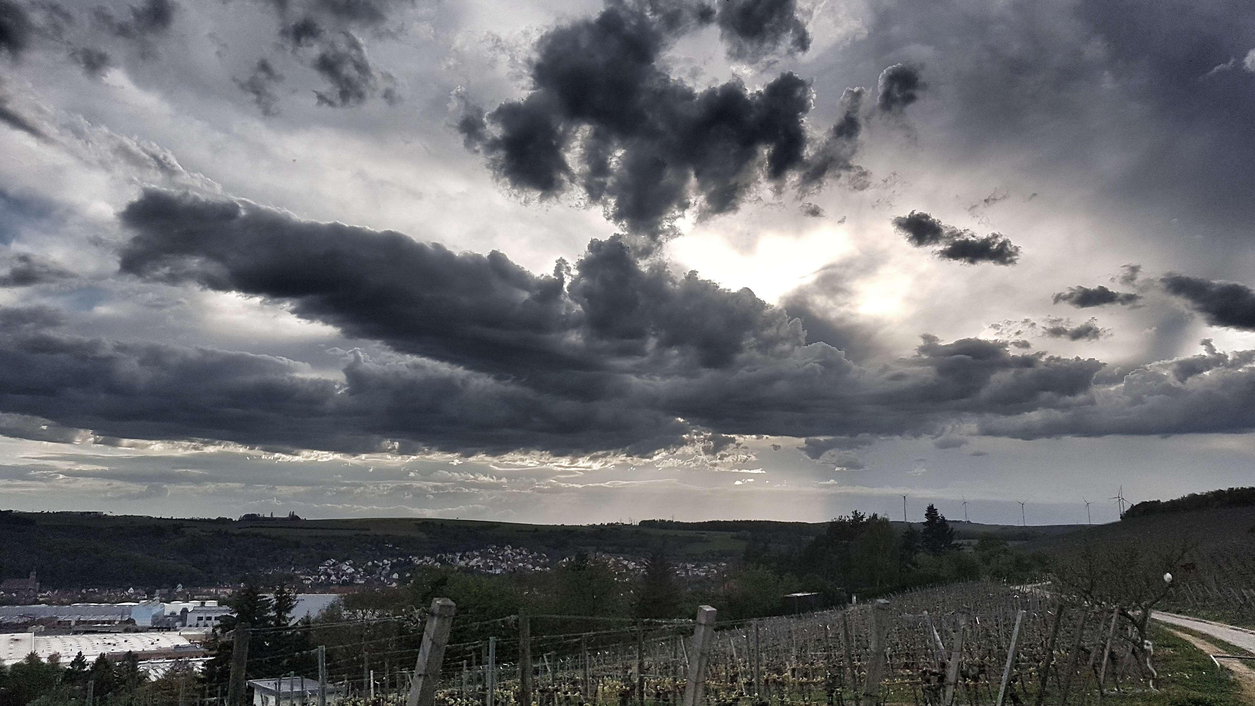 Aufziehende Sturmwolken bei Würzburg