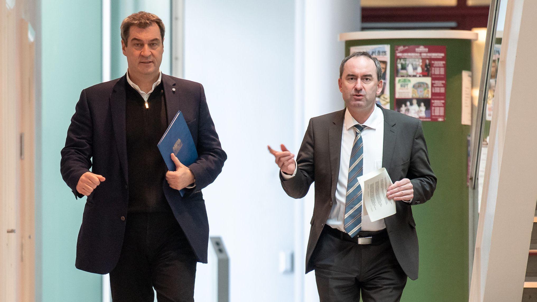 Müssen Bayern derzeit durch die Coronakrise manövrieren: Ministerpräsident Söder und sein Stellvertreter Aiwanger.