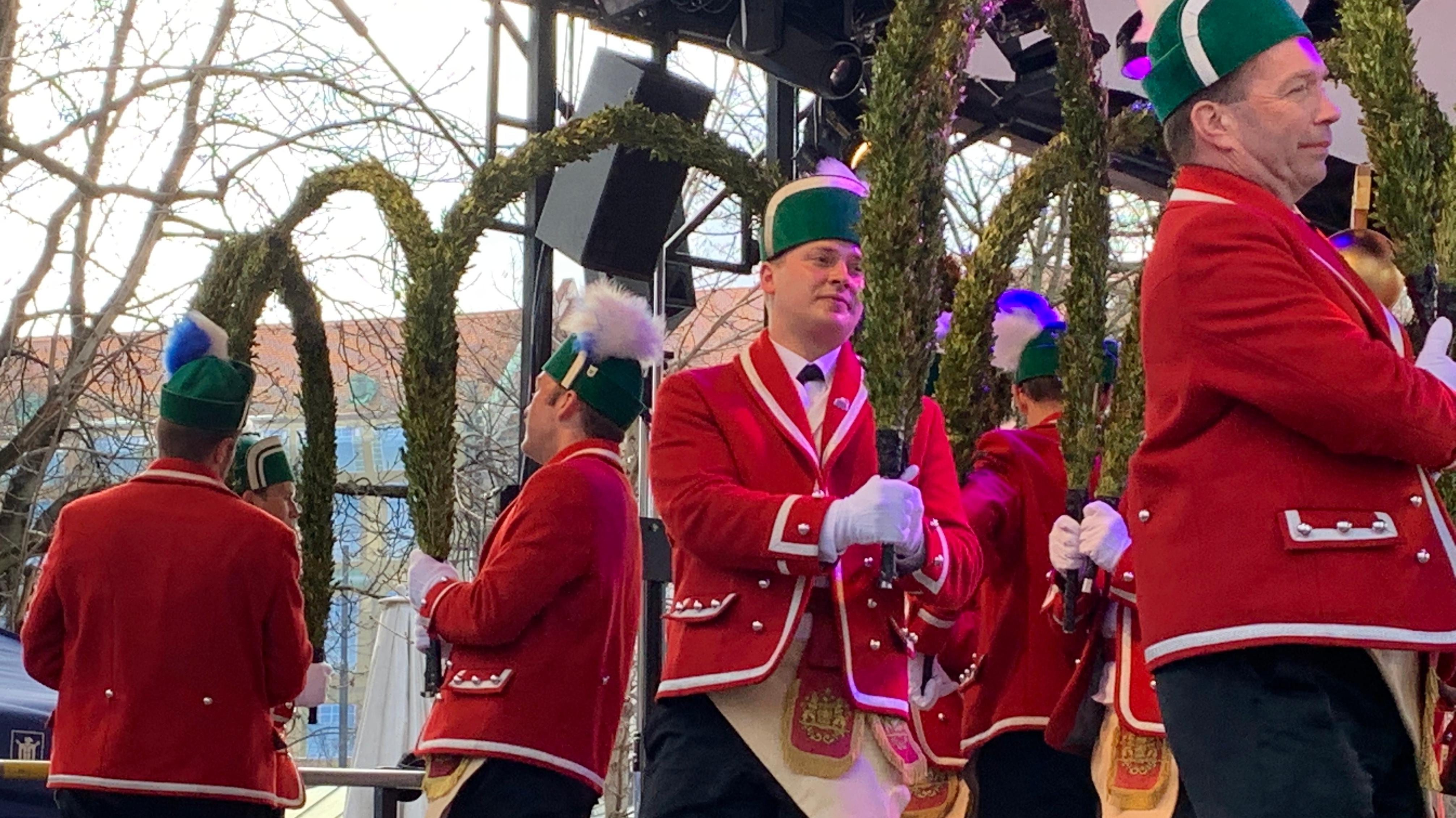Auch die Schäffler tanzten am Faschingsdienstag 2019 auf dem Münchner Viktualienmarkt.