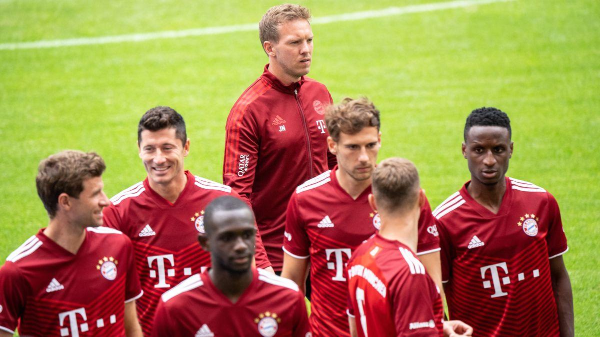 FC-Bayern-Trainer Julian Nagelsmann und einige Spieler bei der Team-Präsentation Anfang August