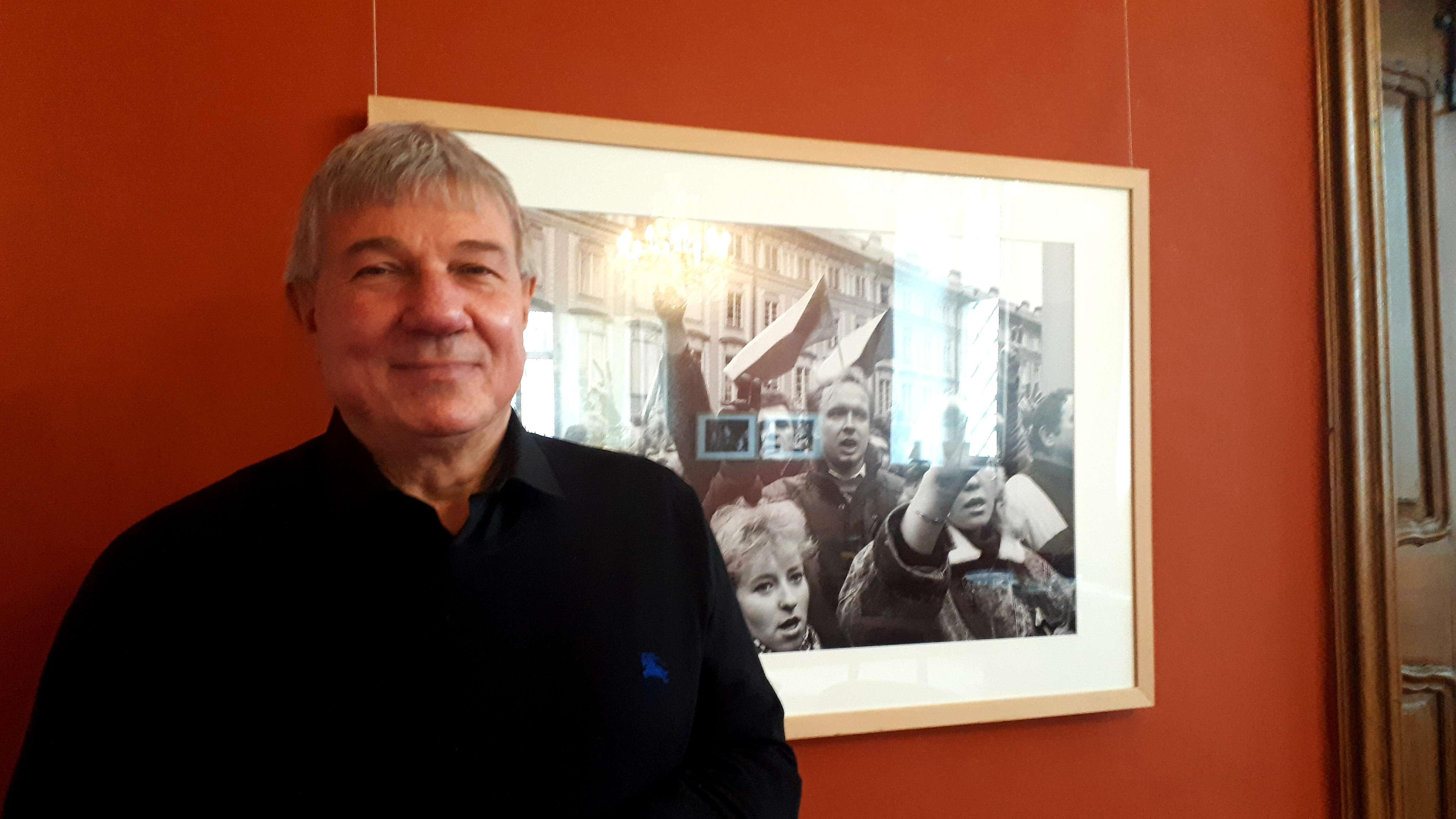 Fotograf Daniel Biskup im Café des Schaezlerpalais.