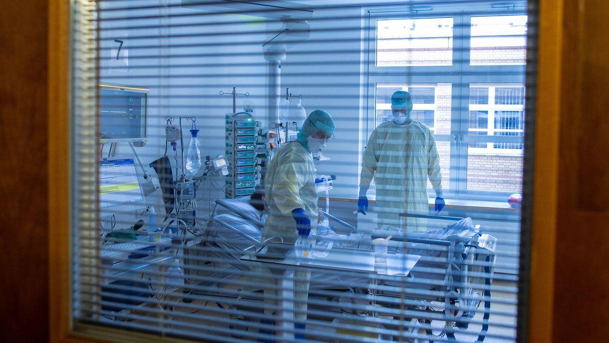 Covid-19-Patient auf der Intensivstation wird behandelt.