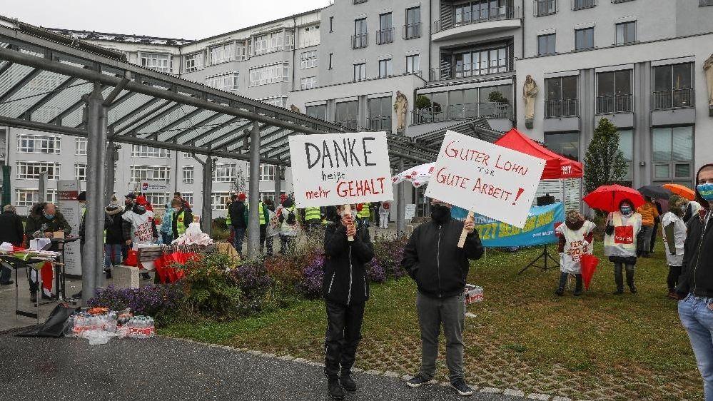 Klinikmitarbeiter streiken in Passau und fordern mehr Lohn