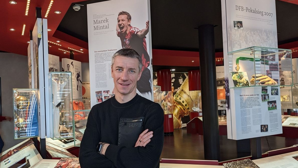 Marek Mintal im Museum des 1. FCN