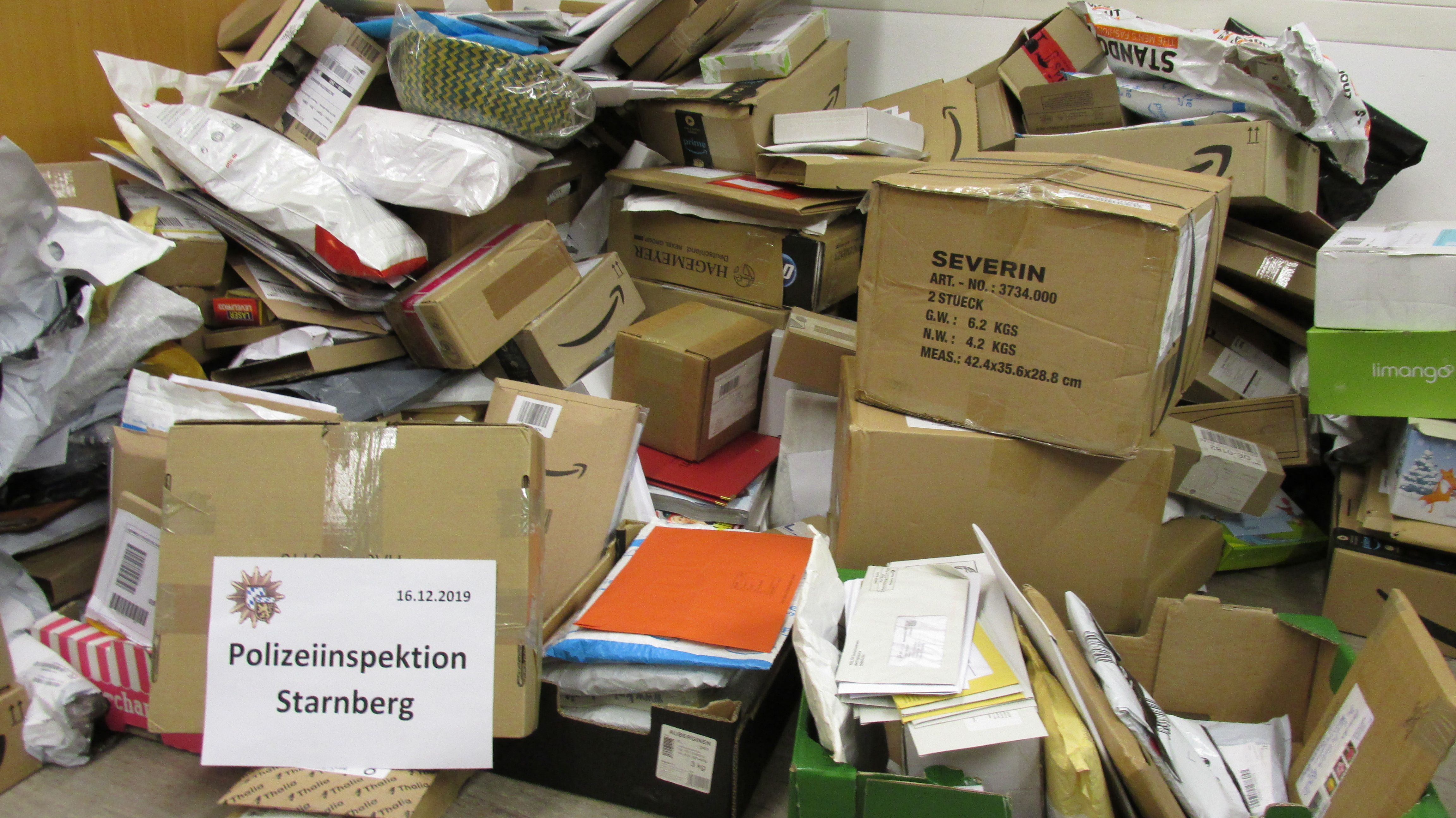 Die gestohlenen Postsendungen in der Wohnung des 50-Jährigen