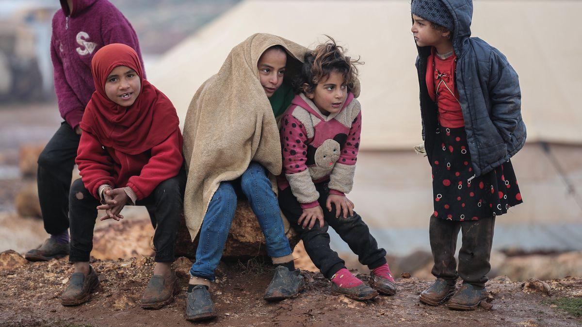 Syrische Kinder in einem Flüchtlingslager