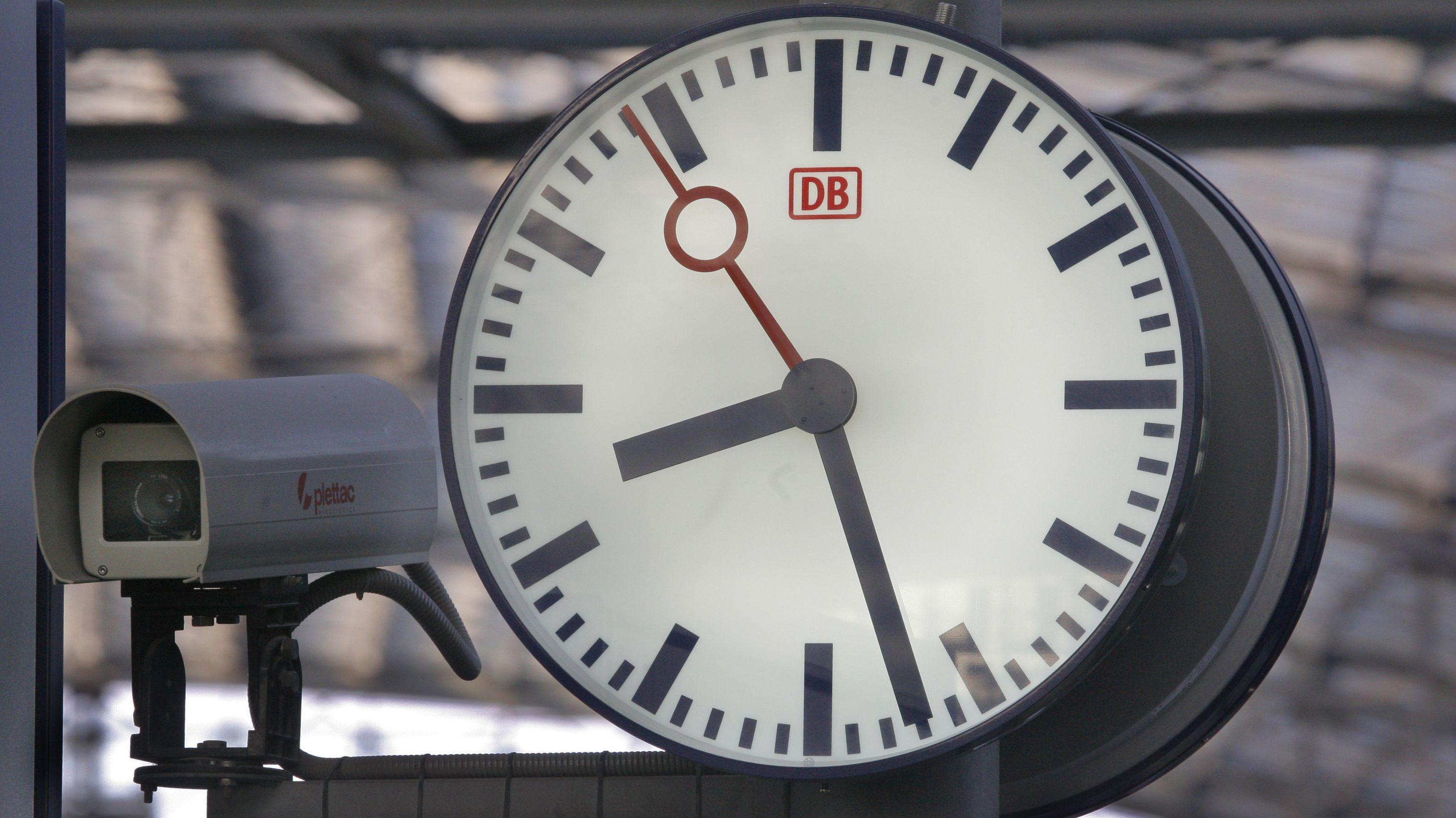 Überwachungskamera am Bahnhof