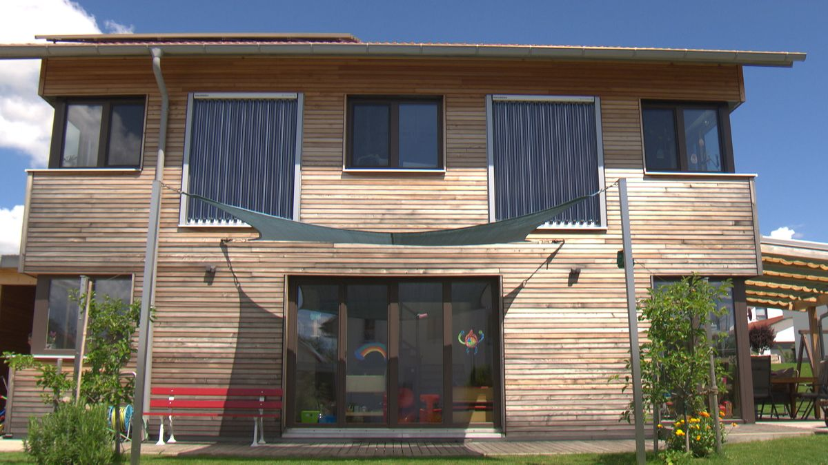 Gebäude mit Solartechnik