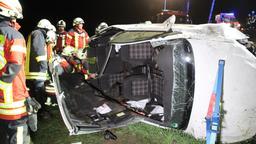 Das völlig zerstörte Auto des 22-Jährigen. Die Feuerwehr musste ihn aus dem Fahrzeug befreien | Bild:NEWS5/Desk