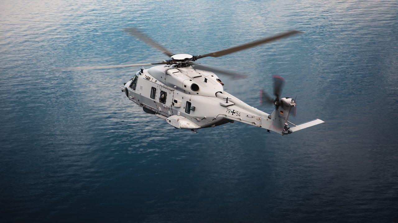 """Der erste Marinehubschrauber des Typs """"NH90 Sea Lion"""" wird am Donnerstag vom Donauwörther Hubschrauberhersteller Airbus Helicopters an die Bundeswehr übergeben."""