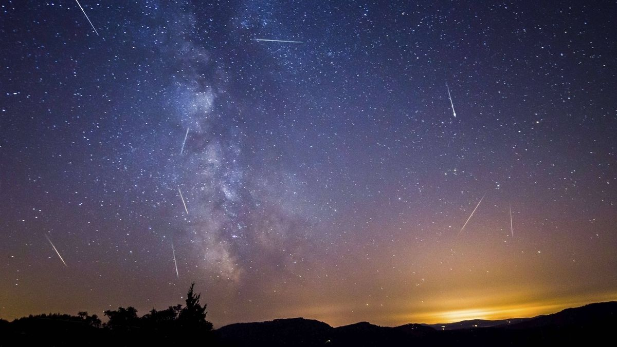 Perseiden Sternschnuppen-Regen Meteore