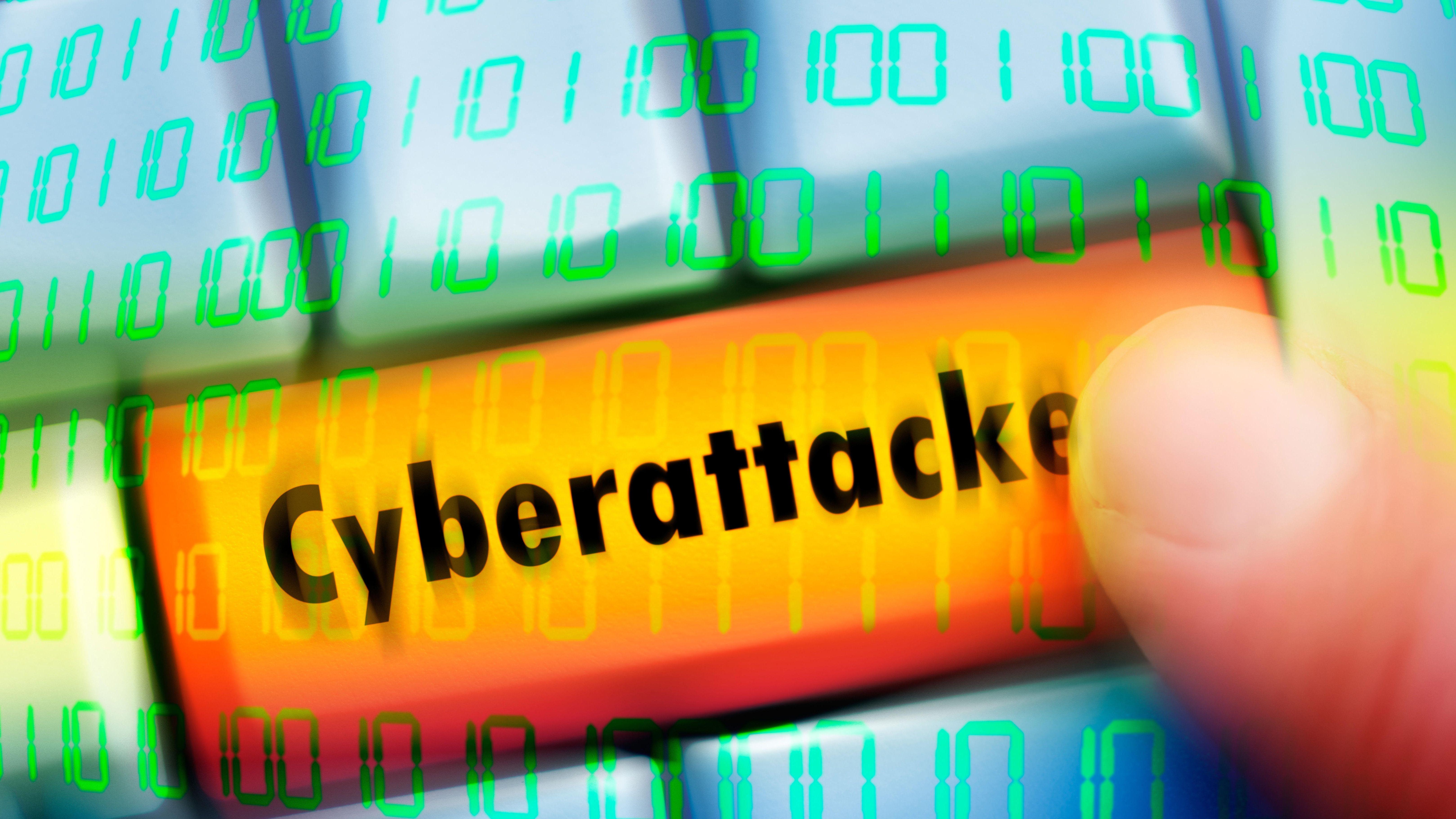 Computertaste mit der Aufschrift Cyberattacke