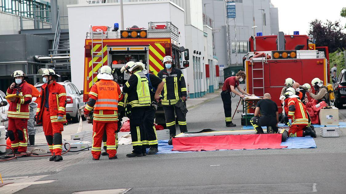 In Großwallstadt im Landkreis Miltenberg ist es zu einem Chemieunfall bei der Firma Alcon gekommen.