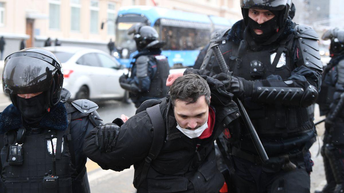 Festnahme eines Demonstranten in Moskau