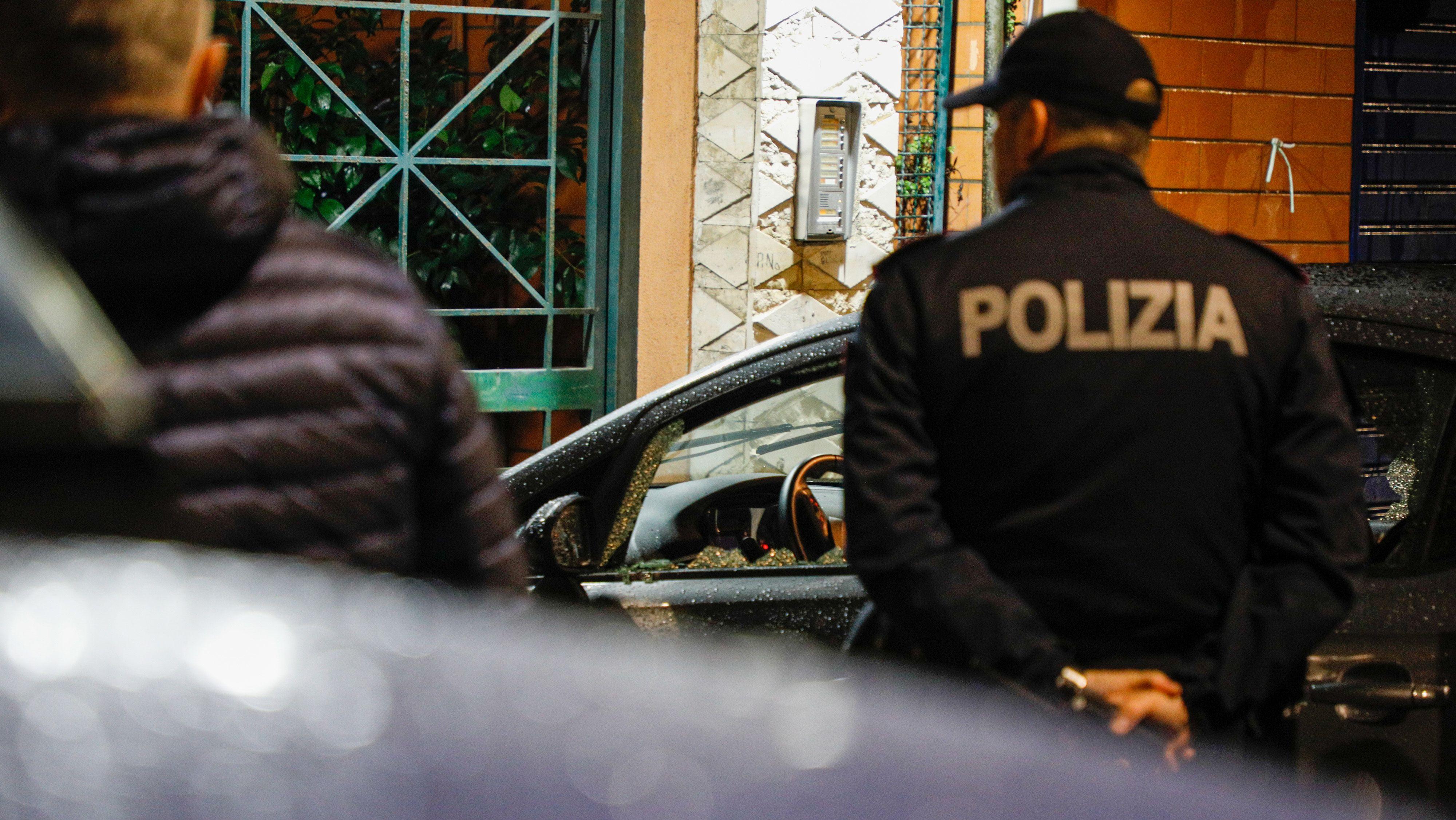 Ein Einsatz der italienischen Polizei im Umfeld eines Mafia-Clans in Neapel.