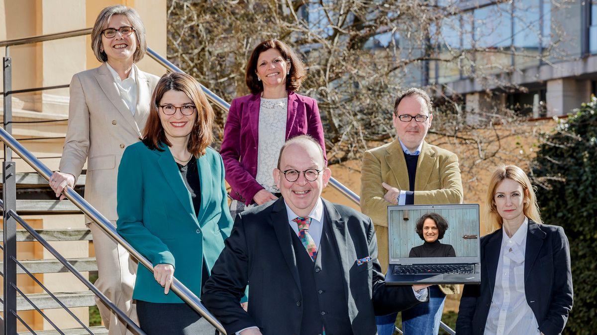 v.l.n.r.: Prof. Dr. Barbara Stollberg-Rilinger, Dr. Kia Vahland, Dr. Jeanne Rubner, Denis Scheck, Dr. Klaus Kowalke, Hilal Sezgin, Tania Martini