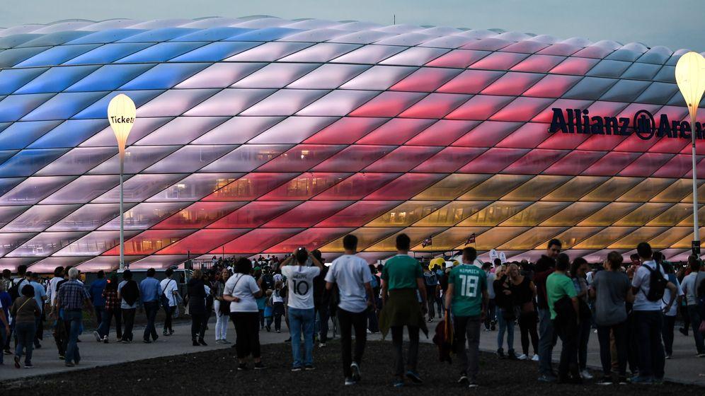 Fans vor der Münchner Arena | Bild:picture-alliance/dpa