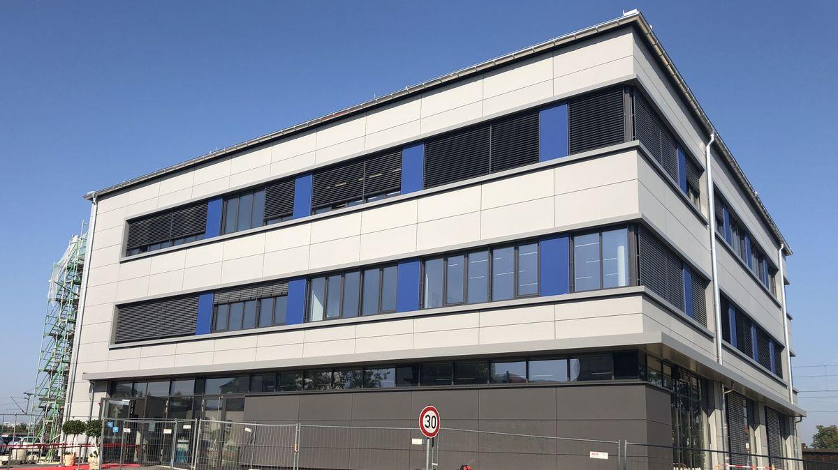 Haus der Wirtschaft in Dillingen, Neubau mit Bauzaun